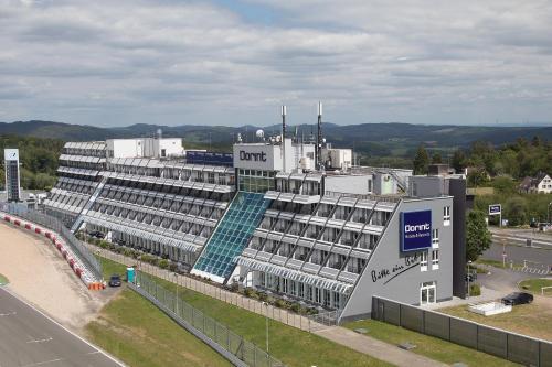 Blick auf Dorint Am Nürburgring Hocheifel aus der Vogelperspektive