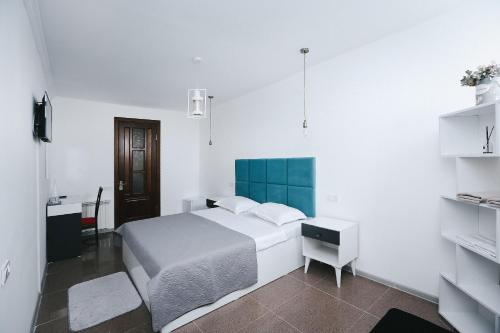 A bed or beds in a room at Hotel Tamar Mepe