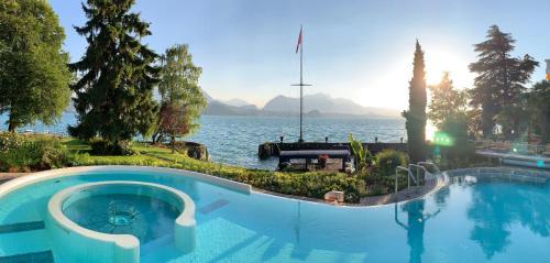 المسبح في BEATUS Wellness- & Spa-Hotel أو بالجوار