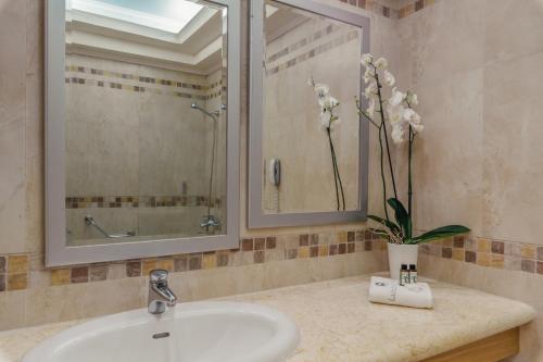 A bathroom at Lindos Imperial Resort & Spa