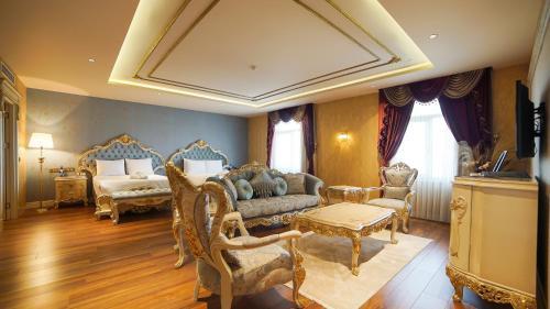 A seating area at Wyndham Batumi
