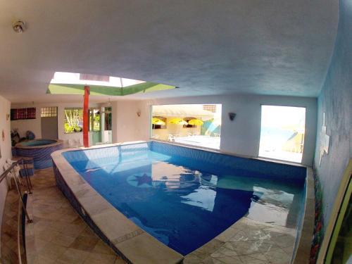 A piscina localizada em Hotel Pousada Portal da Palmeira ou nos arredores