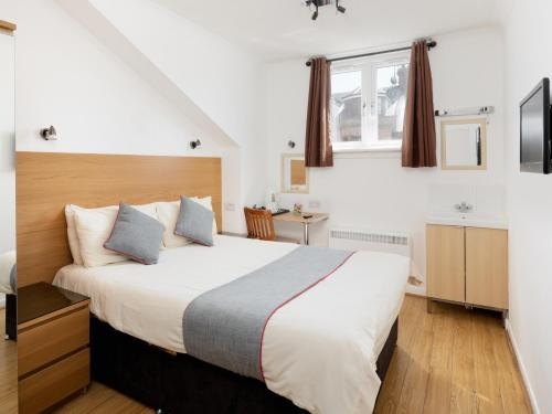A bed or beds in a room at Charing Cross Hotel