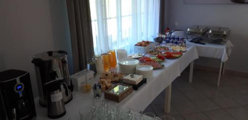 Restauracja lub miejsce do jedzenia w obiekcie Ośrodek Wczasowy Łowiczanka