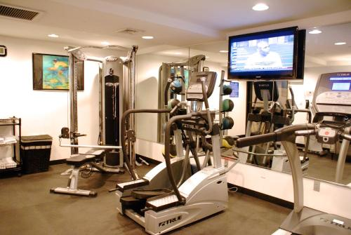 The fitness centre and/or fitness facilities at TRYP by Wyndham Times Square South