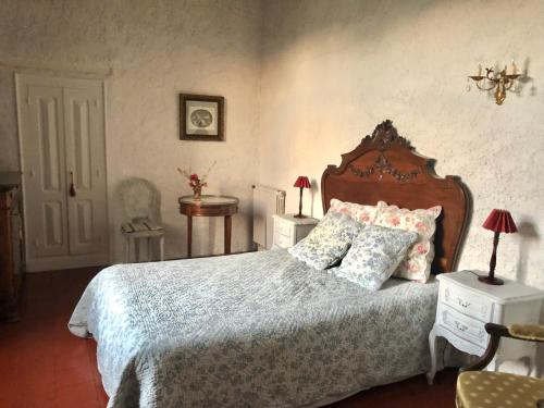 A bed or beds in a room at Gite de La Jasse