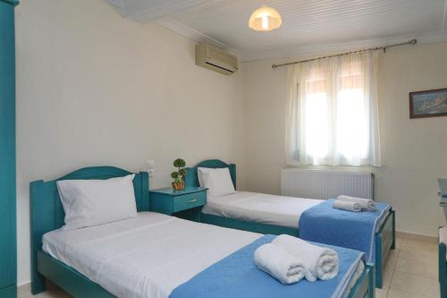 Ένα ή περισσότερα κρεβάτια σε δωμάτιο στο Hotel Antonios