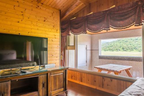 A kitchen or kitchenette at Kenting Maya-House B&B