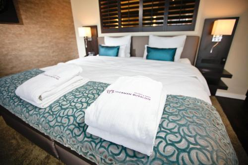 A bed or beds in a room at Hotel Thermen Bussloo - Apeldoorn