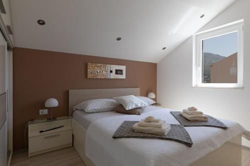 A bed or beds in a room at Apartments Amber Suite