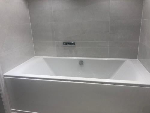 A bathroom at Tuppenhurst Barn