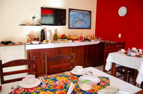 Um restaurante ou outro lugar para comer em Pousada Luzes de Geribá
