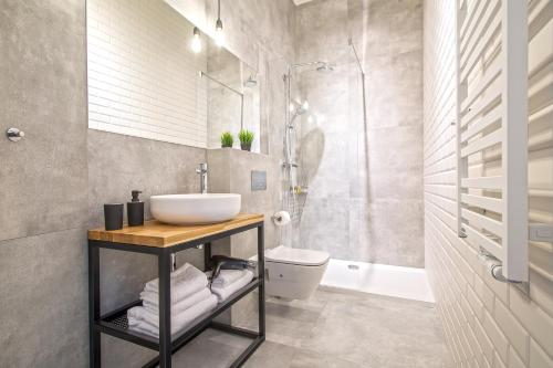 A bathroom at Loft Apartments Poznań