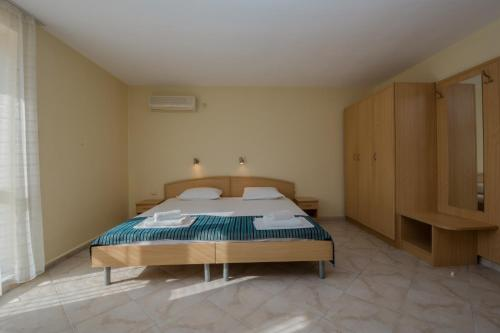 A bed or beds in a room at Hotel Briz