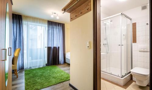 Een badkamer bij Schroeders City-Style-Hotel