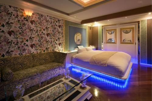 A bed or beds in a room at Hotel Culala (Adult Only)
