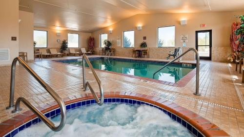 The swimming pool at or near Best Western Golden Prairie Inn and Suites