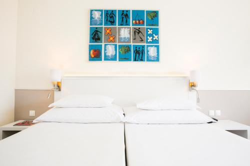 A bed or beds in a room at Hotel Pestana Cascais Ocean & Conference Aparthotel