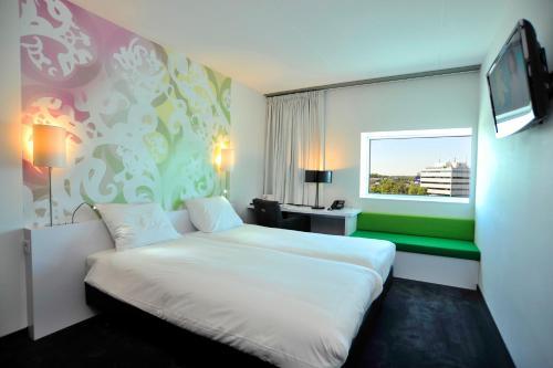 Ein Bett oder Betten in einem Zimmer der Unterkunft Tulip Inn Eindhoven Airport