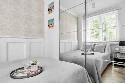 A bed or beds in a room at Apartaments Karlikowska Lux