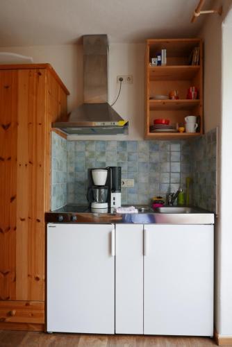 Küche/Küchenzeile in der Unterkunft Alte Weberei Ahrenshoop - Ort der Erholung