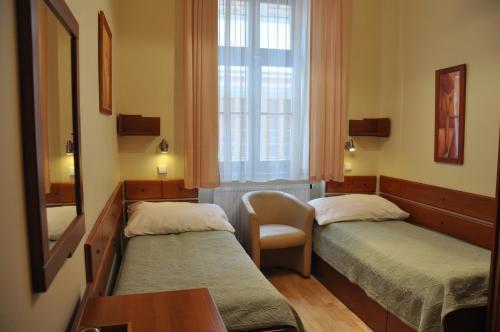 En eller flere senge i et værelse på Hotel Dar
