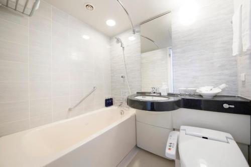A bathroom at Richmond Hotel Premier Musashikosugi