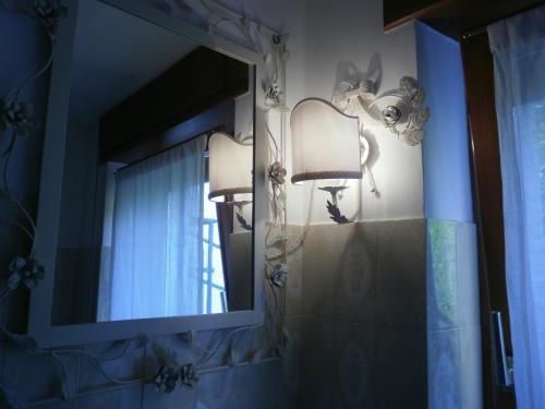 A bathroom at B&B Al Samaron