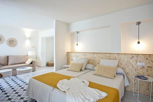 Un ou plusieurs lits dans un hébergement de l'établissement Cala Morlanda Estudios