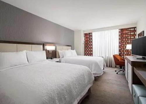 A bed or beds in a room at Hampton Inn & Suites Pittsburgh New Stanton PA