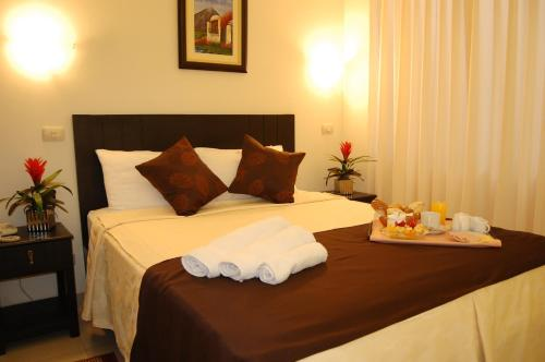 A bed or beds in a room at Casa Fanning Hotel