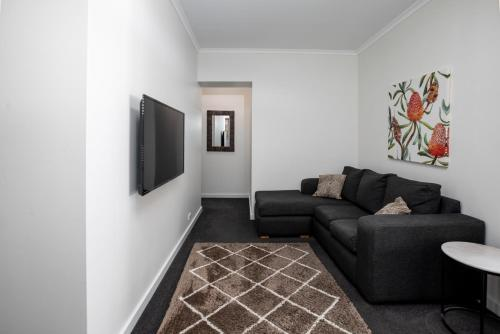 A seating area at Bay 10 - Suites and Apartments