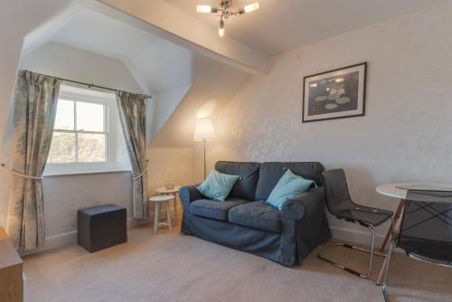 A seating area at Barnes Fell Apartments