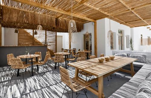 A restaurant or other place to eat at Arco Solium Suites