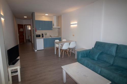 Cucina o angolo cottura di Apartamentos Portinatx Sea View