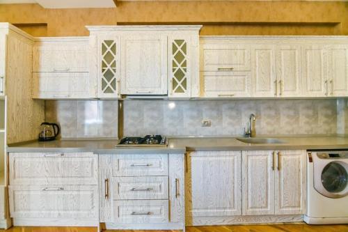 A cozinha ou cozinha compacta de Nizami Street View, Apartment