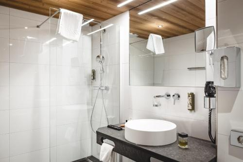 A bathroom at Aktiv & Spa Hotel Alpenrose