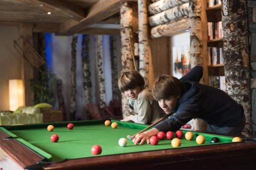 A pool table at CGH Résidences & Spas Les Clarines