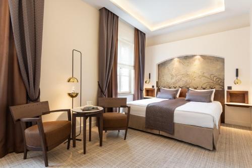 Łóżko lub łóżka w pokoju w obiekcie Mamaison Hotel Le Regina Warsaw