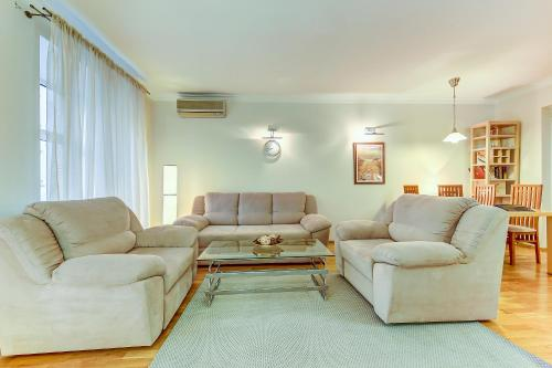 A seating area at Apartments ERS Nevsky