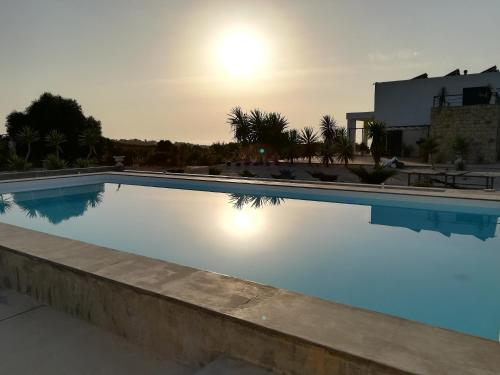 A piscina em ou perto de Entre Mar e Mar