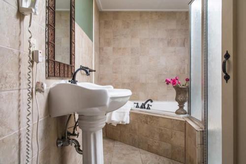A bathroom at Colonial Inn