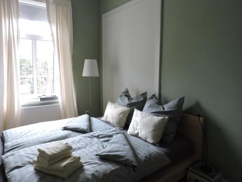 A bed or beds in a room at Altes Pastorat