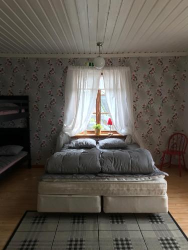 Säng eller sängar i ett rum på STF Höga Kusten vandrarhem