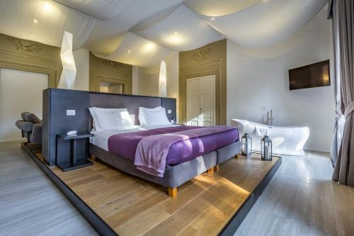 A bed or beds in a room at Hotel La Scaletta