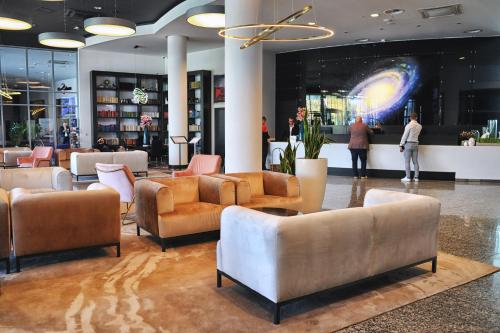 The lobby or reception area at Copernicus Toruń Hotel