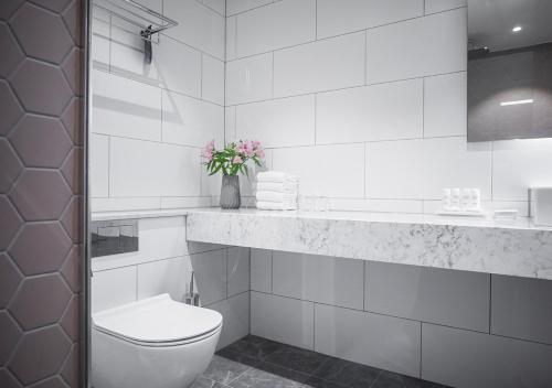 A bathroom at Radisson Blu Scandinavia Hotel, Göteborg