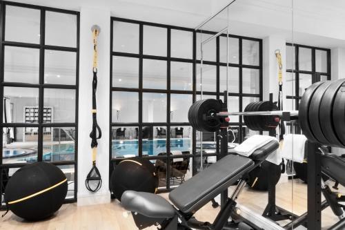 Das Fitnesscenter und/oder die Fitnesseinrichtungen in der Unterkunft Schlosshotel Berlin by Patrick Hellmann