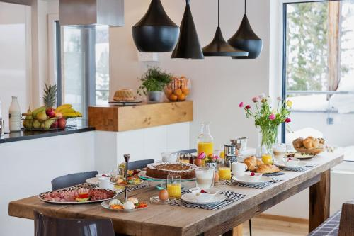 خيارات الإفطار المتوفرة للضيوف في كوخ لوكسوشلوج تسايت تسوم ليبن