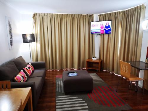Ein Sitzbereich in der Unterkunft Abbey On Roma Hotel & Apartments